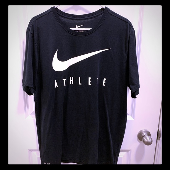 t shirt nike athlete